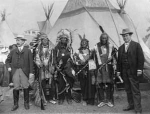 Clipart of William Jennings Bryan with Sioux chiefs at Pan-American Exposition, Buffalo, 1901