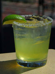 Free Photo of A Margarita with a Lime Slice and Salted Rim