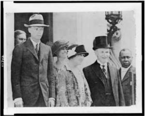 Free Picture of President Coolidge, Mrs. Coolidge and Chas. Lindbergh and His Mother