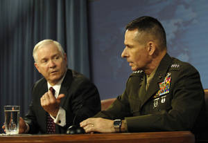 Free Picture of Robert Gates and Gen. Peter Pace