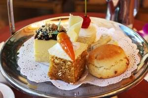 Free Picture of a Tray of Desserts