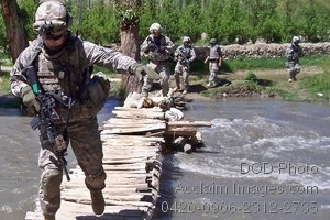 Free Public Domain Picture: American Soldiers Navigate Across a Creek, Afghanistan