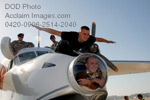 Free Public Domain Picture: Soldiers Posing With the Red Bull Albatross Aircraft
