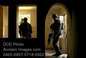 Free Public Domain Picture: U.S. Army Soldiers Clearing an Abandoned House In Iraq