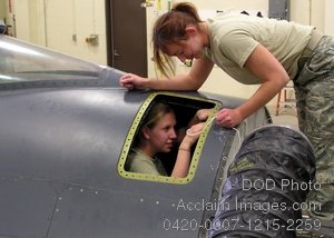 Free Public Domain Picture: Two Female Soldiers Repair a Fuel Cell on a F-16 Fighting Falcon