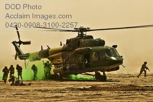Free Public Domain Picture: Iraqi Soldiers Exiting an Iraqi Air Force Helicopter Photo