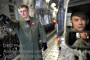 Free Public Domain Picture: Soldier Moving a Humvee From a C-17 Globemaster Plane Photo